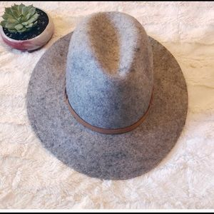 Great gray felt hat with leather band